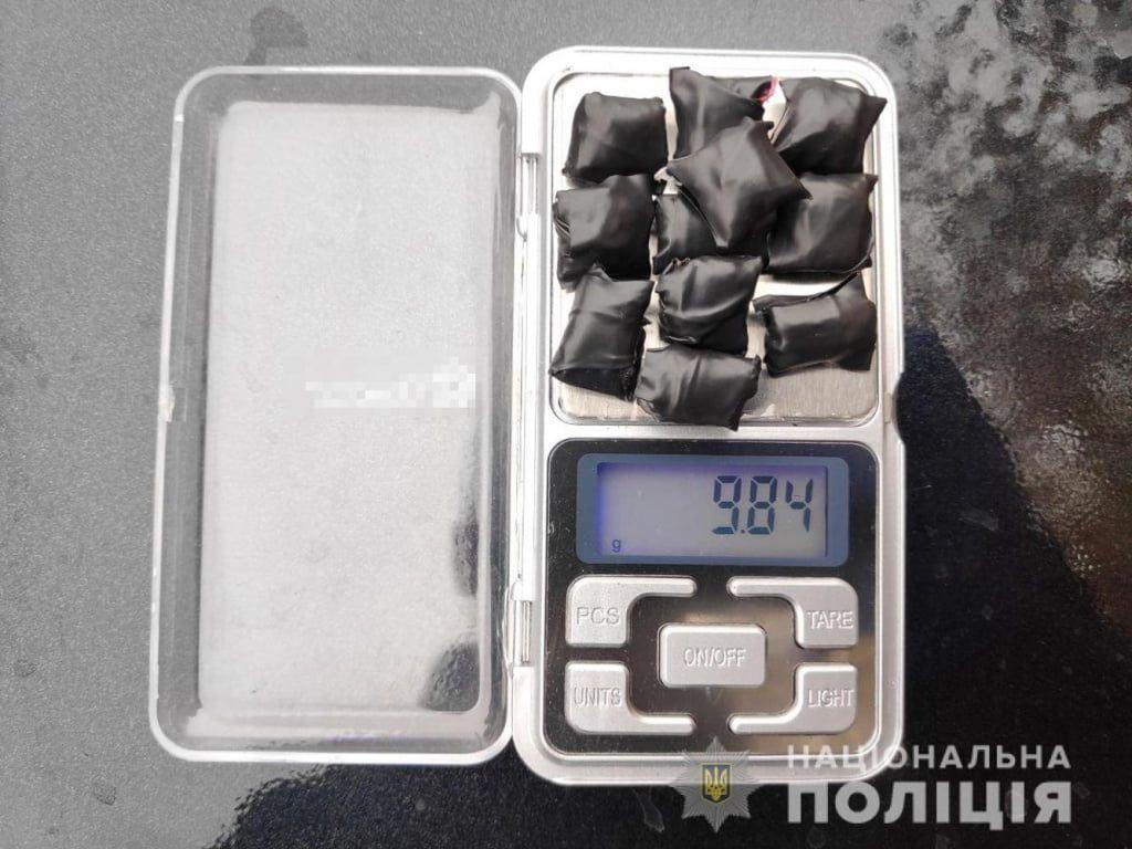 В Бердянську поліцейські затримали підозрюваного у розповсюдженні наркотиків
