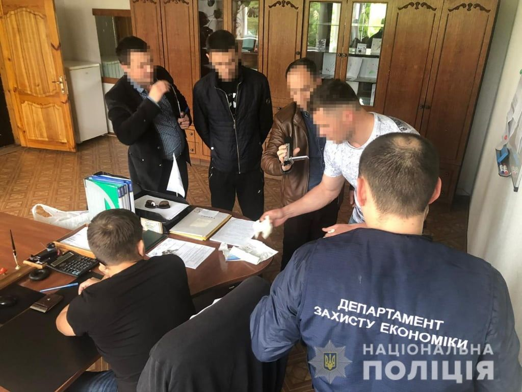 Поліцейські за отримання хабара затримали посадовця міста Бердянськ