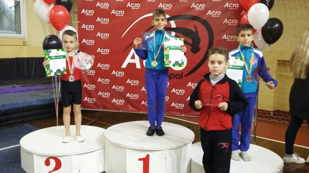 Бердянские акробаты привезли много наград с соревнований в Мелитополе