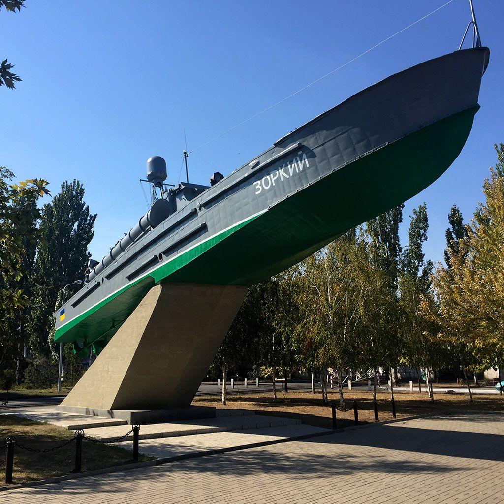В Бердянске обновили памятник «Торпедный катер»