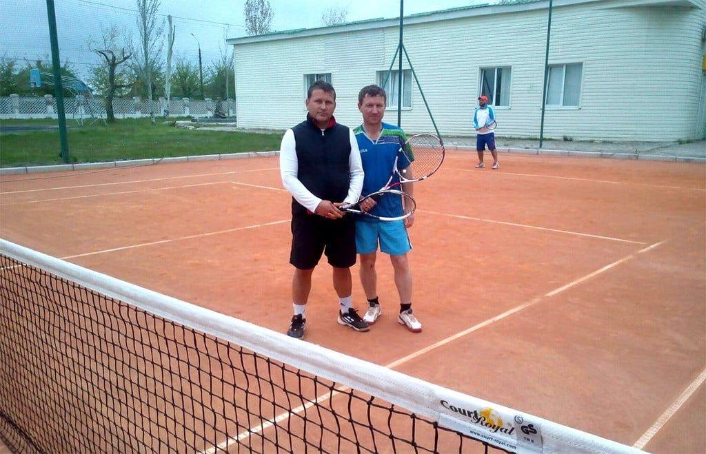 Бердянские теннисисты открыли сезон