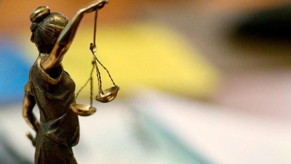 4 роки позбавлення волі за систематичне вчинення корисливих злочинів