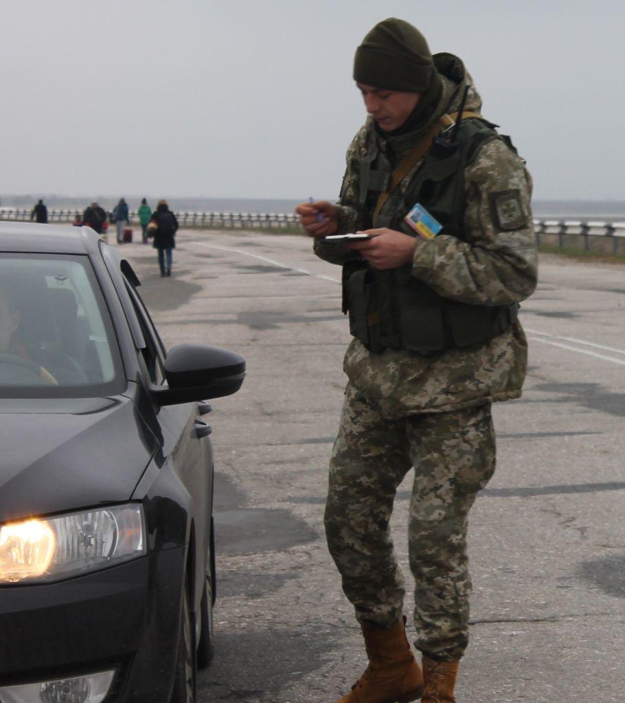 Прикордонникам надано право зупиняти та перевіряти автомобілі