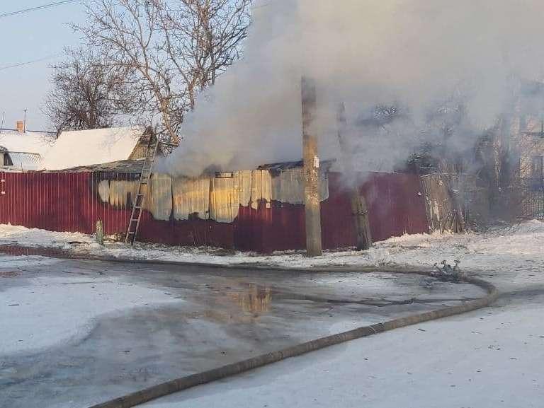 В Бердянську рятувальники ліквідували пожежу в надвірній споруді