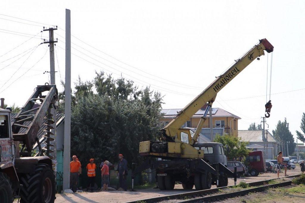 """Реконструкция сетей в Бердянске: почему """"Запорожьеоблэнерго"""" требует у некоторых жильцов заменить электросчетчики"""