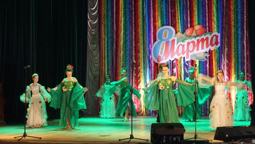 В Бердянську жінок привітали з наступаючим 8-м березня
