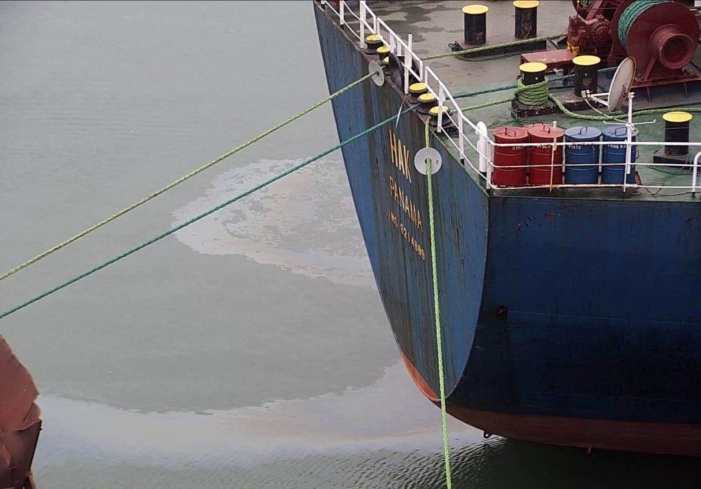 В Бердянську АМПУ зафіксувала та ліквідувала забруднення акваторії порту