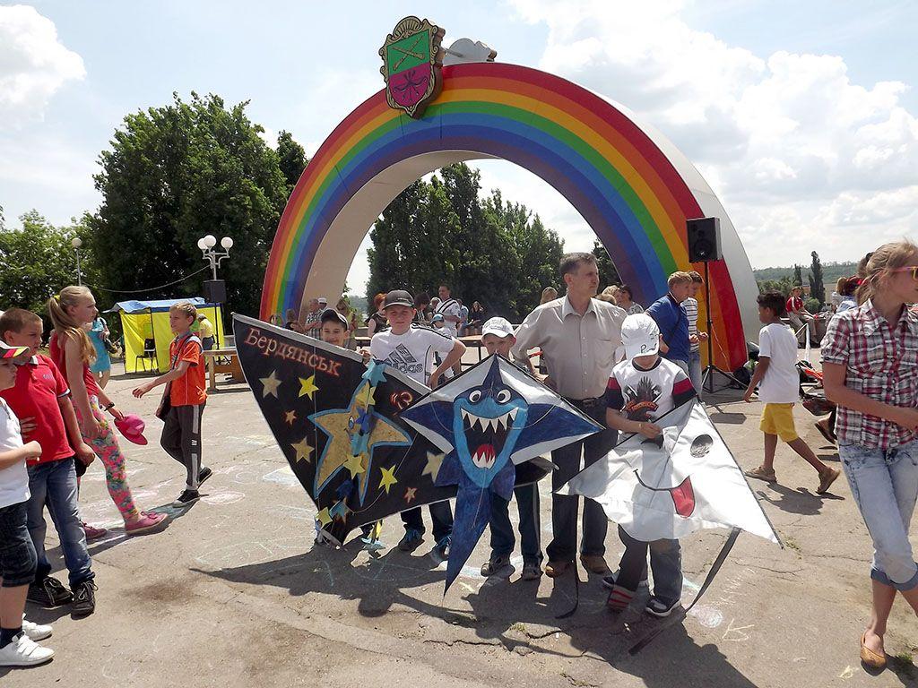 Воспитанники клуба «Звездный» приняли участие фестивале воздушных змеев