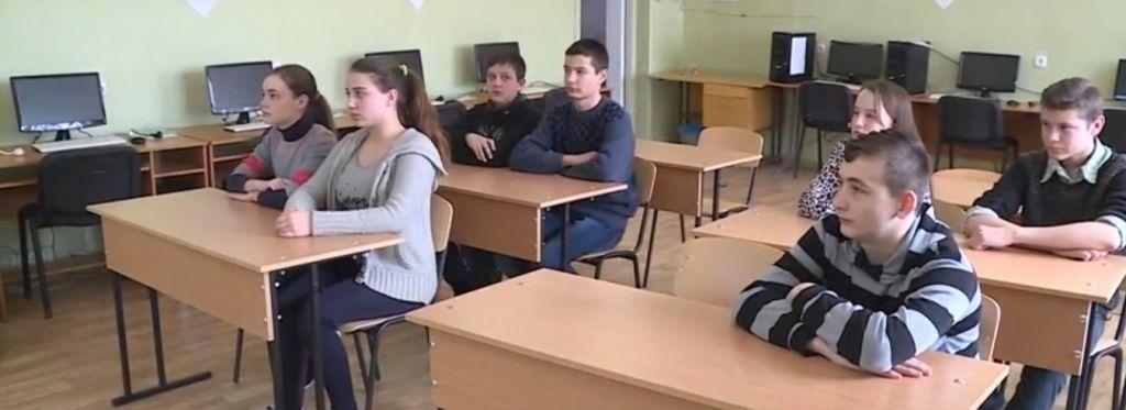 Чи будуть діти з села Роза їздити до школи в сусідню Нововасилівку на автобусі?