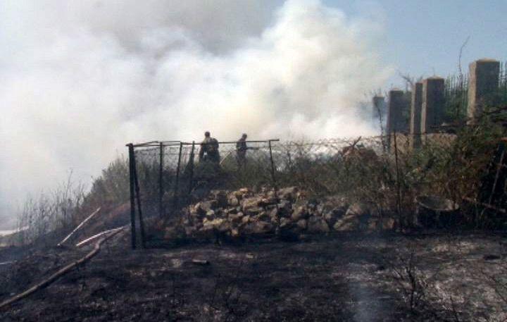 В Бердянске снова загорелась трава на склоне «Средней горы»