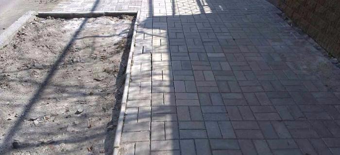 В Бердянске власти готовы подать в суд на авторов тротуаров «50 оттенков серого»