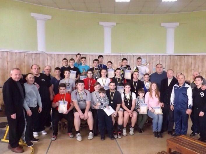 Бердянские тяжелоатлеты успешно выступили в Мариуполе