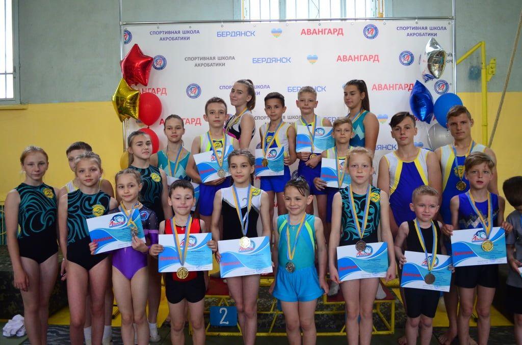 В Бердянске прошел чемпионат по спортивной акробатике
