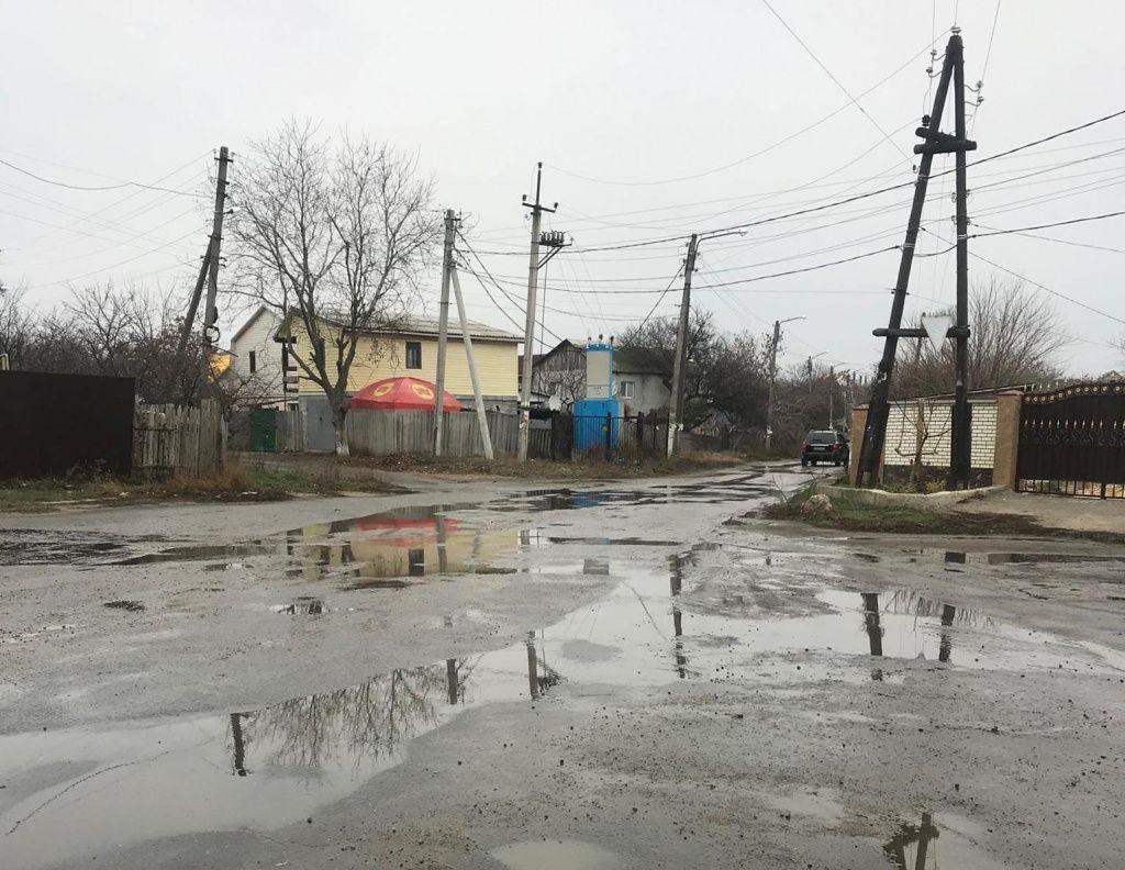 Нечистоти на АКЗ – мешканці нарікають, влада не помічає