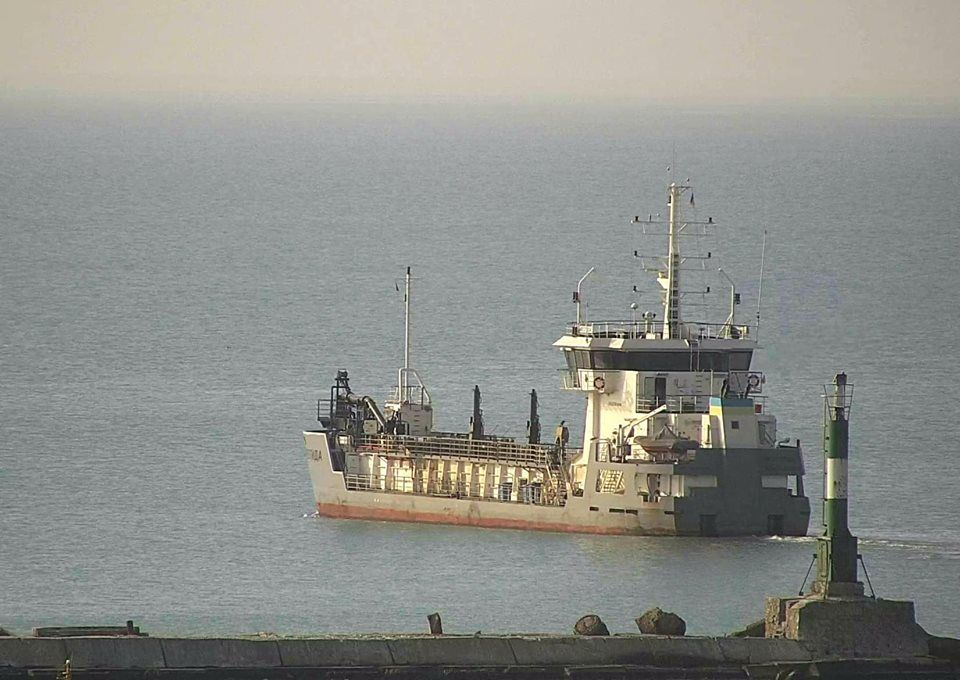 Землесос «Меотида» виконує експлуатаційне днопоглиблення в Бердянському порту