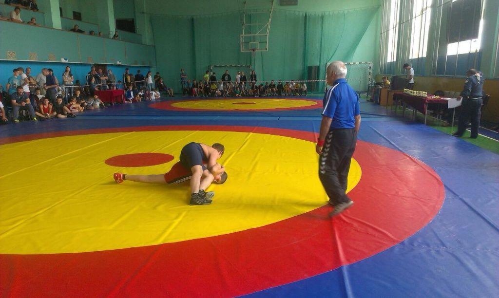 В Бердянске стартовал Всеукраинский турнир по вольной борьбе