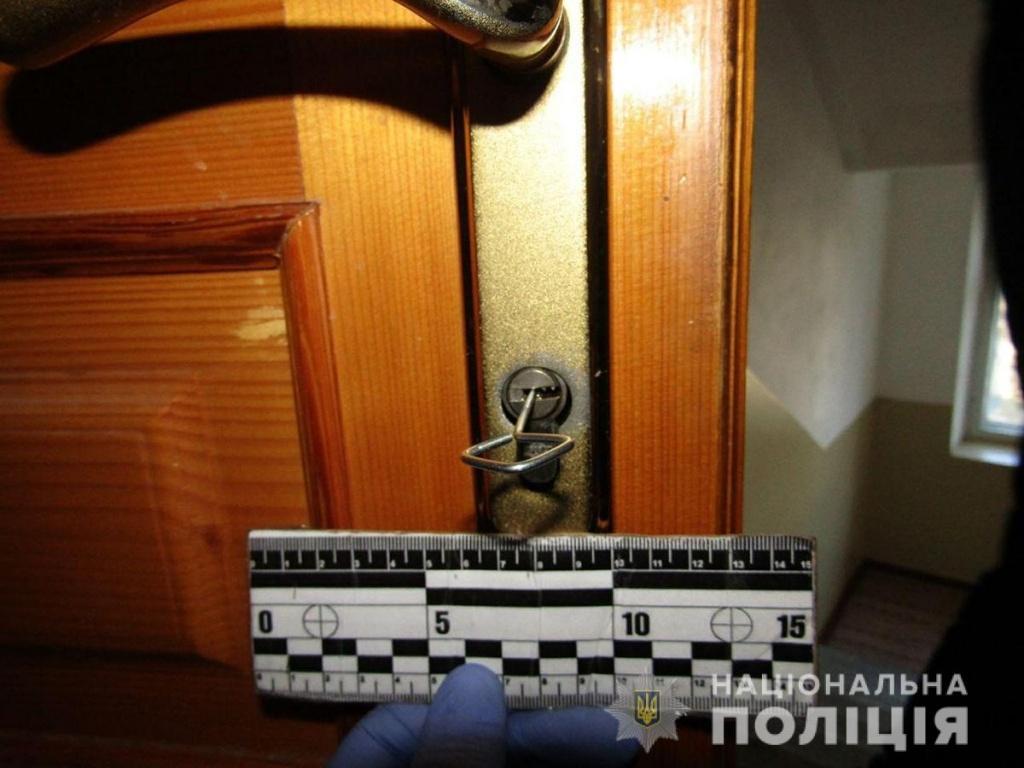 Бердянські поліцейські затримали крадія, який намагався втекти через вікно 3-го поверху