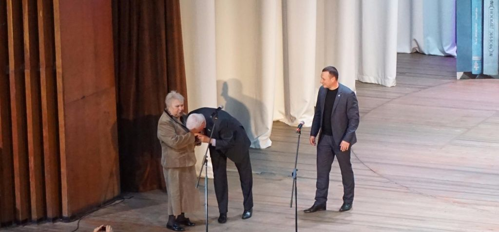 В МПК ім. Т.Г. Шевченко освітян привітали з професійним святом