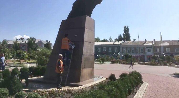 Війна з плакатами. В мерії налаштовані рішуче і категорично проти постерів з Віталієм Олешко