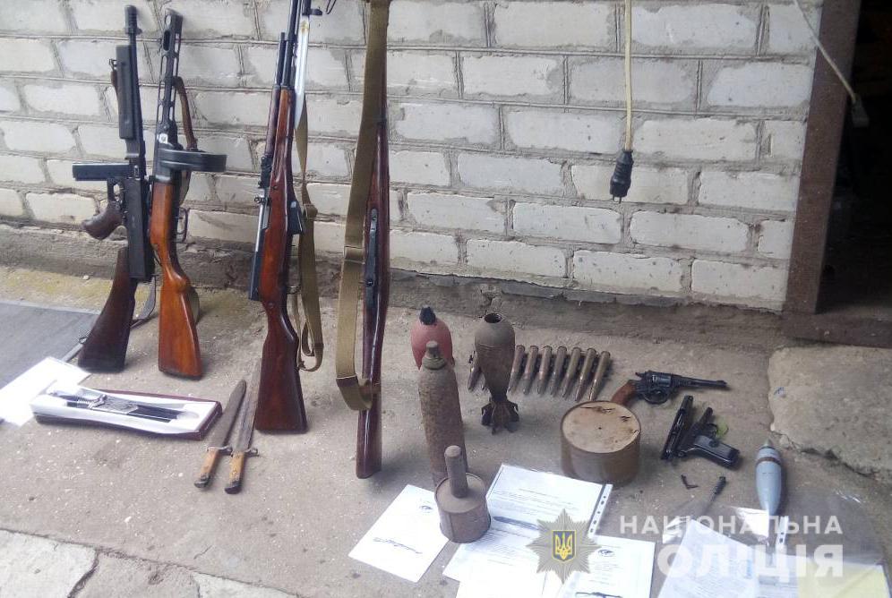 В Бердянську поліцейські вилучили понад 170 боєприпасів та 11 одиниць зброї