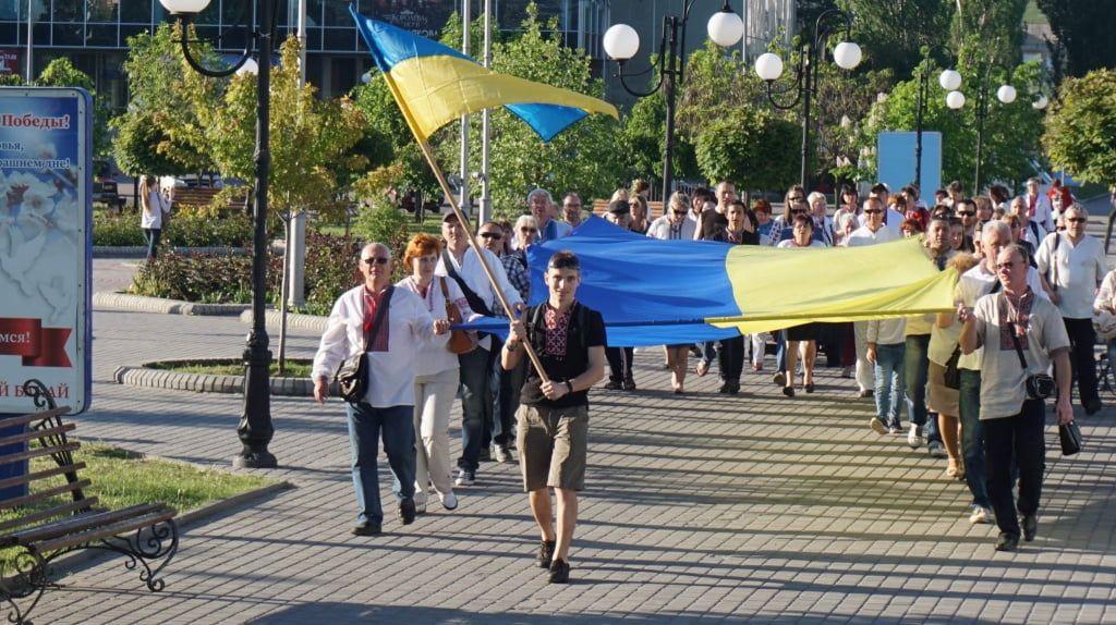 Сертифікати української мови та урочиста хода. В Бердянську завершились урочистості до Дня вишиванки