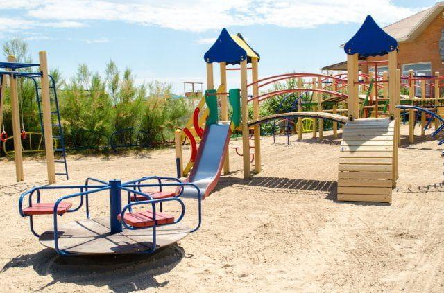 КП «Зеленгосп» відремонтує дитячі майданчики та паркові лави