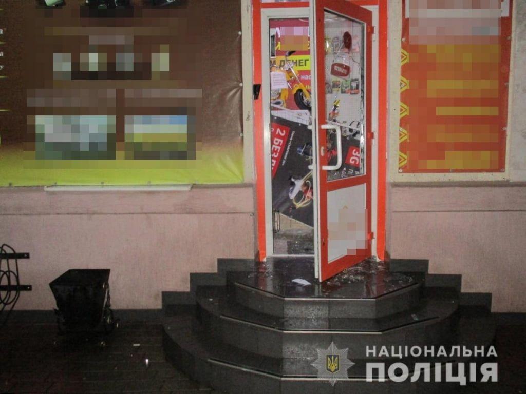 В Бердянську встановили підозрюваних у пограбуванні ломбарду