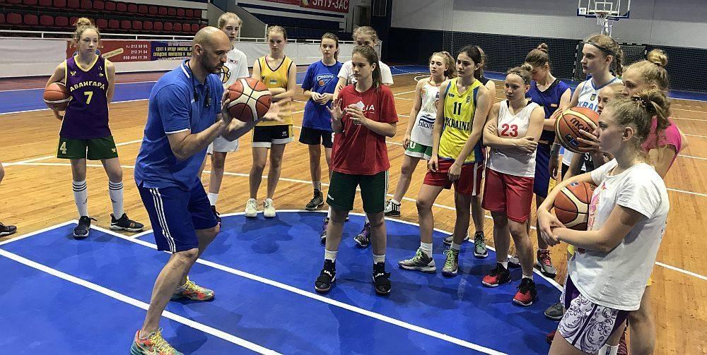 Четыре бердянские баскетболистки отправились на сборы национальной команды Украины U-14