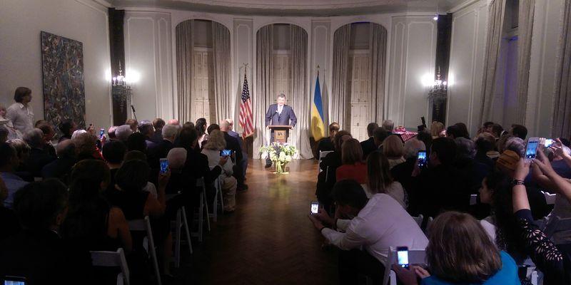 РФ заставила практически 2 млн украинцев искать новый дом— Порошенко