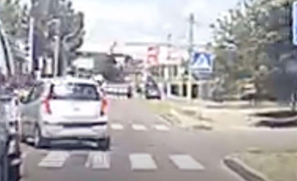 Видео. Hyundai сбивает женщину на пешеходном переходе