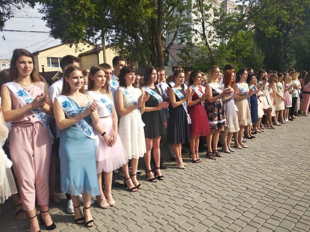 В Бердянске прозвучали «Последние звонки»