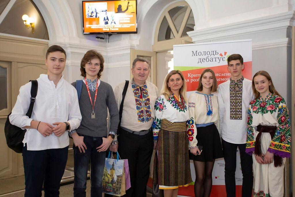 """Бердянские школьники едут на межрегиональные дебаты проекта """"Молодь дебатує"""""""