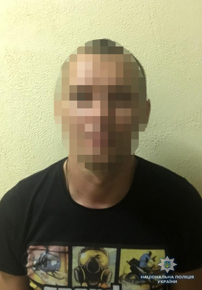 У Бердянську оперативники затримали підозрюваного у пограбуванні жінки