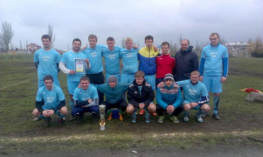 «Азовское море» побеждает в чемпионате Бердянска по футболу
