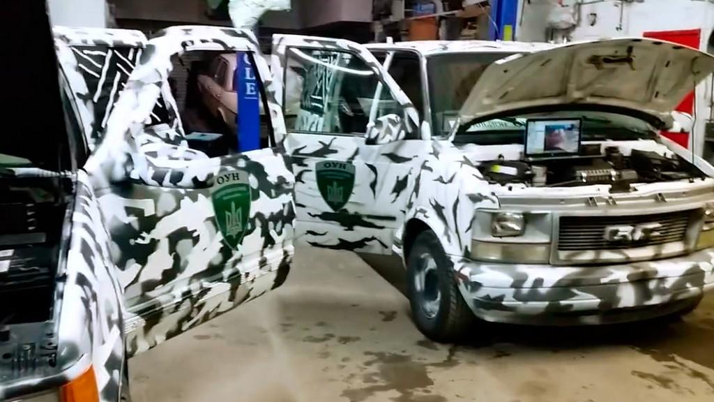 Благодаря бердянским волонтерам, из США в зону АТО передали два автомобиля